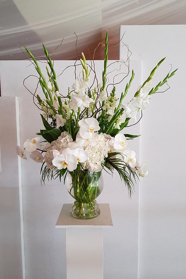 Glass vase pedestal